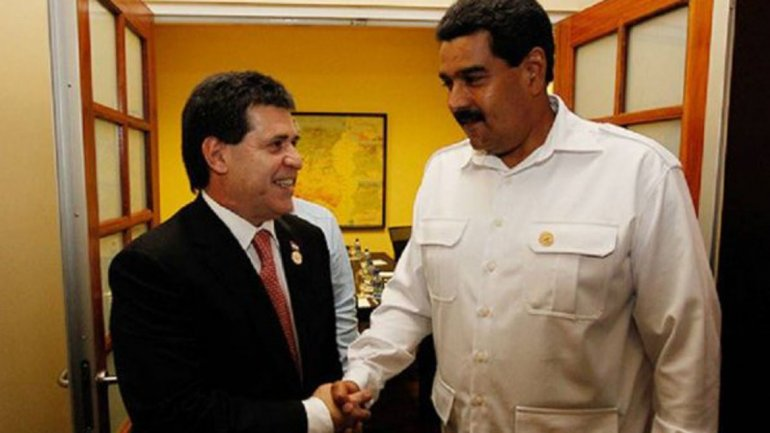 I presidenti Horacio Cartes (Paraguay) e Nicolas Maduro (Venezuela)