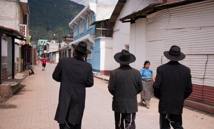 NON GRADITI. Storia funesta di una comunità di ebrei ultraortodossi in un piccolo paese del Guatemala. Troppo diversi. Alla fine se ne sono dovuti andare