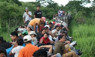 """UN ACCORDO PER FERMARE """"LA BESTIA"""". Più controlli per scoraggiare i migranti che raggiungono il confine aggrappati al treno della morte"""