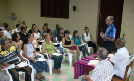 CUBA. UN MATTONE PER IL CAMBIAMENTO. Un dottorato promosso dalla Chiesa per futuri imprenditori laurea 27 giovani del luogo