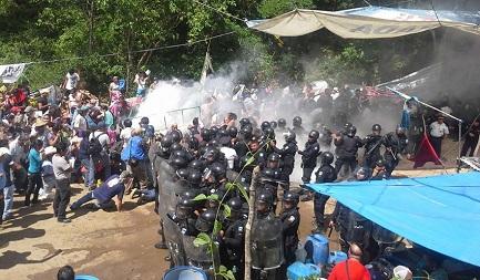 MOLTO CEMENTO, POCO PROGRESSO. Il governo del Guatemala chiede la mediazione della Chiesa nel violento conflitto tra indigeni e lavoratori di un cementificio