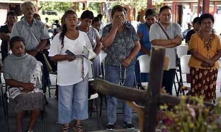 DOVE SONO? Mancano all'appello i 43 studenti messicani scomparsi dopo scontri con la polizia. Ritrovate nuove fosse comuni