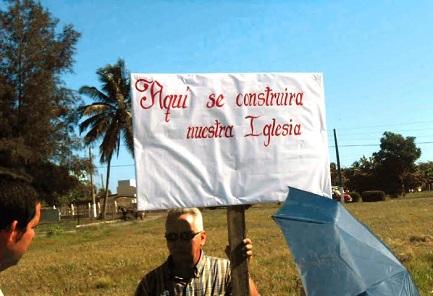 CUBA. PIETRE CHE GRIDANO. Inizia la costruzione della prima chiesa dell'epoca della rivoluzione