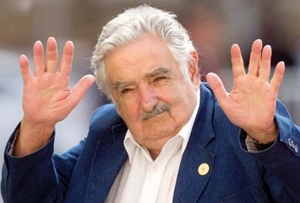 INVASIONE CON LENZUOLA. L'idea del presidente dell'Uruguay Pepe Mujica per convincere gli abitanti delle Falkland a passare dalla parte dell'Argentina