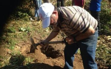 DISSOTTERRARE MORTI NELLA TERRA DEI SICARI. Nel Messico degli scomparsi, alla ricerca dei propri cari sepolti nelle fosse clandestine di Guerrero