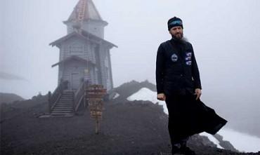 PRETE A 25 SOTTO ZERO. La fede secondo il sacerdote russo che officia messa in Antartide, nella chiesa più australe del pianeta