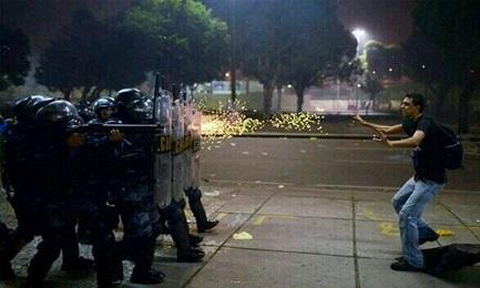 VENEZUELA. LA DIFFICILE RICOSTRUZIONE. Fallimento di un modello di sviluppo e debolezze di una alternativa credibile. La delusione dei chavisti, i limiti dell'opposizione