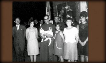 """DA ROMERO A MONSIGNORE. Una rara fotografia del giorno in cui il prossimo beato fu insignito del titolo di """"Monseñor"""""""