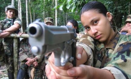 AURORA, GUERRIGLIERA A 12 ANNI. Come le Farc trasformano i bambini in combattenti esperti. Impegno, a l'Avana, a non arruolare minori di 17 anni