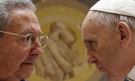 """FACCIA A FACCIA TRA IL PAPA E CASTRO. Raúl: """"Se continuerà a parlare così anch'io, che sono comunista, tornerò alla Chiesa cattolica"""""""