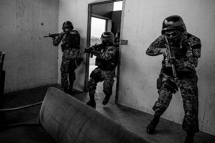 EL SALVADOR. UNA NUOVA LA GUERRA ALL'ORIZZONTE. Quella dell'esercito contro le pandillas. La Chiesa reclama più lavoro e più educazione