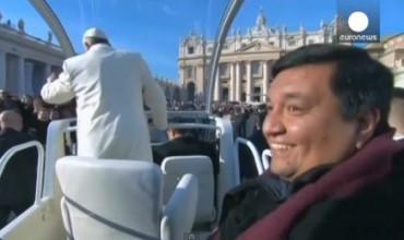 """IL TEMPO DELLA MISERICORDIA. Il sacerdote argentino Fabián Baez, """"quello della Papamobile"""", analizza il pensiero di Bergoglio in un libro di prossima pubblicazione"""