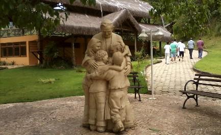 """BRASILE. UCCISA UNA RELIGIOSA DELLA """"FAZENDA DA ESPERANҪA"""". Il centro di riabilitazione per tossicodipendenti venne visitato nel 2007 da Benedetto XVI che lasciò una donazione"""