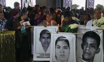 AYOTZINAPA DAL PAPA? Genitori dei 43 studenti sequestrati e scomparsi in Messico chiedono un incontro durante il viaggio di settembre negli Stati Uniti