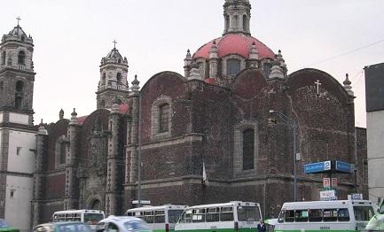 OSTAGGIO DELL'INCURIA. Nel centro storico di Città del Messico la Chiesa di Santa Veracruz versa in uno stato di totale abbandono