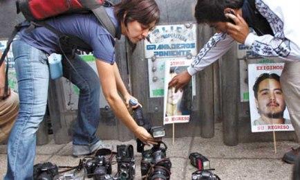 PERICOLO MORTALE. E' la condizione che si trovano a vivere molti reporter messicani. Scrittori e giornalisti, registi e attori lanciano un appello al governo di Peña Nieto