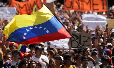 VENEZUELA, IN TESTA GLI INDECISI. Sondaggio verso il voto di dicembre: il 41 per cento della popolazione non sta né con Maduro né con l'opposizione.