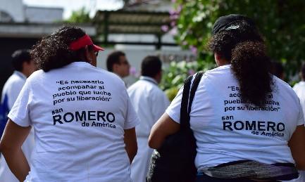 TRE MIRACOLI PER ROMERO. E' quanto sostiene la Chiesa di El Salvador che il 30 ottobre sarà a Roma con una delegazione di 500 persone per chiederne la canonizzazione