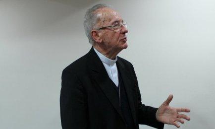 HUMMES: LA CHIESA CRESCE PER ATTRAZIONE. Il cardinale di San Paolo sulla crisi delle vocazioni e le necessità dell'Amazzonia di cui è responsabile per l'episcopato brasiliano