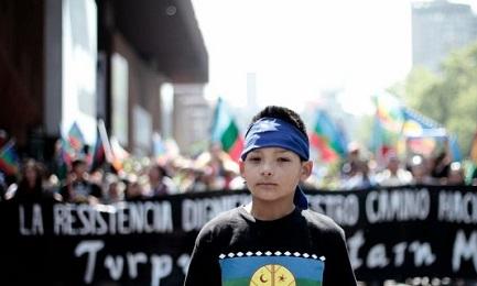 L'INTIFADA DEI MAPUCHE. Il conflitto che oppone le comunità indigene del sud del Cile ad agricoltori e impresari va verso una escalation. Appello dei religiosi che vivono nel territorio