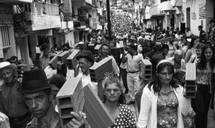 """COLOMBIA. LA PACE DIETRO L'ANGOLO. La rivista """"Semana"""" parla di firma degli accordi Governo-Farc entro fine giugno e di plebiscito confermativo in settembre"""