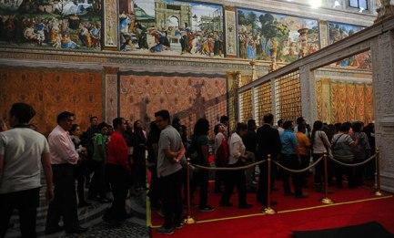 SUCCESSO DELLA CAPPELLA SISTINA MESSICANA. IN CODA PER VEDERE LA COPIA. La replica nella antica capitale azteca sta superando in visitanti l'originale vaticano