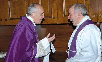 Il cardinale Bergoglio con don Giacomo Tantardini in una foto del marzo 2009