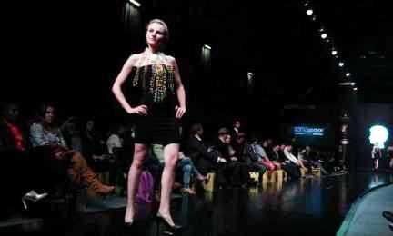 COLOMBIA. LA MODA E IL CONFLITTO. Sfilate fashion di modelli creati da disegnatrici vittime del decennale conflitto armato