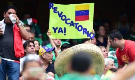 VENEZUELA SPEZZATA. Duro documento di vescovi contro Maduro. Il paese è allo stremo, la democrazia rotta. Appoggio al referendum revocatorio