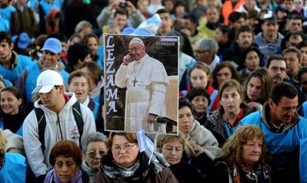 PELLEGRINAGGI SUDAMERICANI. Quarantaduesima edizione del popolare pellegrinaggio dei giovani argentini alla Madonna di Lujan. La quarta senza Bergoglio
