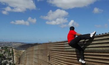 IL MURO E ZIA CONCEZIONE. Succede in un punto lungo il confine tra Messico e Stati Uniti, dove una pattuglia caccia chi tenta il salto