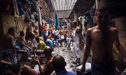 MIRACOLI LATINOAMERICANI DI FRANCESCO. All'appello giubilare per un gesto di clemenza con i carcerati rispondono Cuba, Nicaragua, Bolivia, Paraguay, Venezuela e El Salvador
