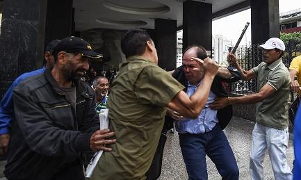 VENEZUELA QUARTO ROUND. L'inviato del Papa di nuovo a Caracas. Fissato per venerdì 13 un nuovo incontro tra le parti. Con nuove figure. Ma prevalgono le incognite