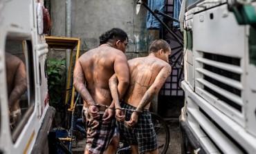 """LA RIBELLIONE DELLE VITTIME. Stanca di essere la riserva di caccia di una delle """"maras"""", una comunità di pescatori di El Salvador ha deciso di imbracciare le armi per difendersi"""