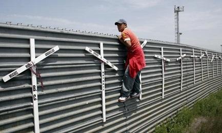 Eppure gli americani che vivono alla frontiera chiedono meno muro e più varchi…