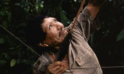 INDIGENI DEL PERU' FANNO CAUSA AL GOVERNO. Non interviene per proteggere le tribù dalle invasioni e dalle prospezioni petrolifere