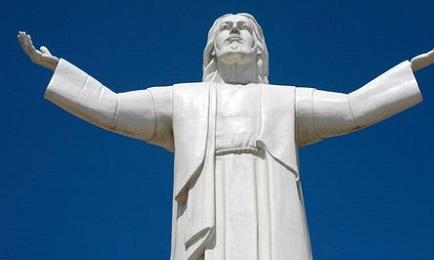 In tutto simile al Cristo brasiliano del Corcovado