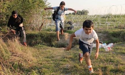 Attraversando la frontiera (Foto Darrin-Zammit-Lupi-JRS-Europa)