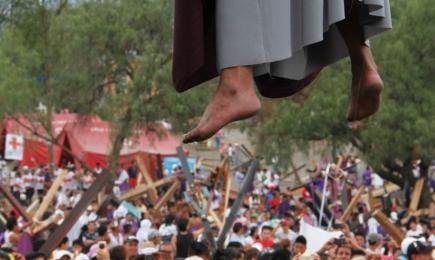 QUESTA SI CHE E' UNA PASSIONE! Anche quest'anno la Via Crucis di Iztapalapa in Messico promette di essere all'altezza della sua fama di più grande al mondo…
