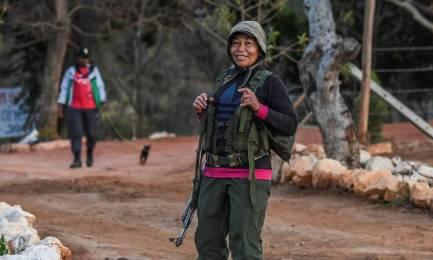 Guerrigliera delle FARC incinta in un accampamento di smobilitazione (Foto Luís Acosta AFP/Getty Images)