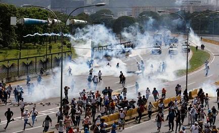 VENEZUELA. PROVE DI GUERRA CIVILE. Quanti morti servono per riprendere il dialogo? E portare il paese alle elezioni?