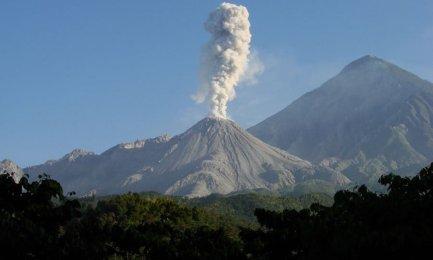 Il vulcano Ubinas, nel sud del Perù