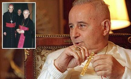 Una rara foto di monsignor Ubaldo Calabresi. Nel riquadro con Bergoglio