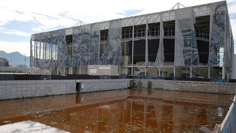 """SEDOTTA E ABBANDONATA. È la sorte di Rio de Janeiro e i suoi mega-impianti sportivi. Passate le olimpiadi nella città restano ruderi inutilizzati. Per la Chiesa è """"Una occasione persa"""""""