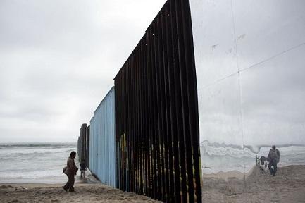 I MURI PROSSIMI VENTURI. I lavori per quello che dovrà sigillare la frontiera con il Messico inizieranno nel mese di marzo o aprile del 2018