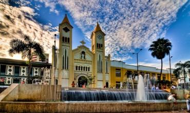 VILLAVICENCIO, DOVE FRANCESCO CELEBRERÁ LA PACE. Nella seconda tappa colombiana si beatificheranno inoltre un vescovo e un sacerdote uccisi in odium fidei