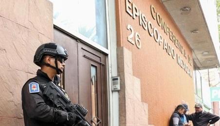 L'ingresso della sede della Conferenza episcopale dov'è stato piazzato l'ordigno
