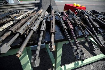 Anche fucili calibro .50 avviati alla distruzione (Bernardo Montoya- AFP-Getty Images