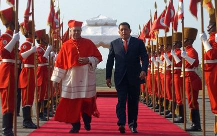 Una foto d'altri tempi: il cardinale Urosa con Chávez (Daniel Galli - Ap Images-Archivo)