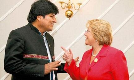 OSSESSIONI CILENE E SPREGIUDICATEZZA BOLIVIANA. Evo Morales e Michelle Bachelet in Vaticano col Papa a dicembre. Sullo sfondo la questione dello sbocco sul Pacifico